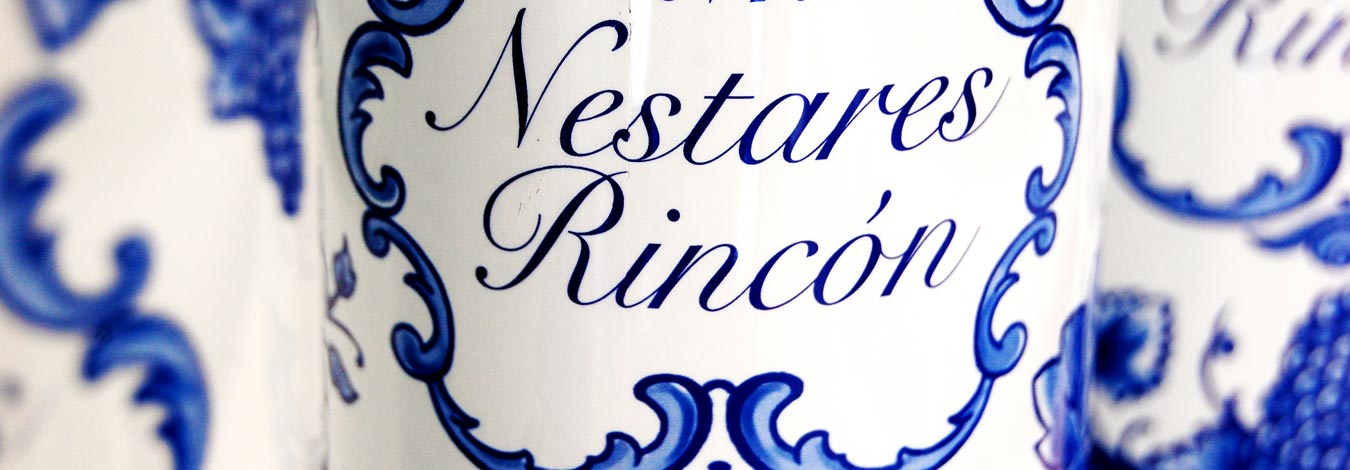 Detalle de la botella IN 1.0 Vitis Vinifera :: © Bodegas Nestares Rincón