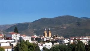 Órgiva y los campanarios de su iglesia. Puerta de la Alpujarra alta :: Bodegas Nestares Rincón
