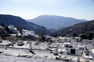 Terraos en Capileira y la Contraviesa al fondo :: Bodegas Nestares Rincón, Alpujárride