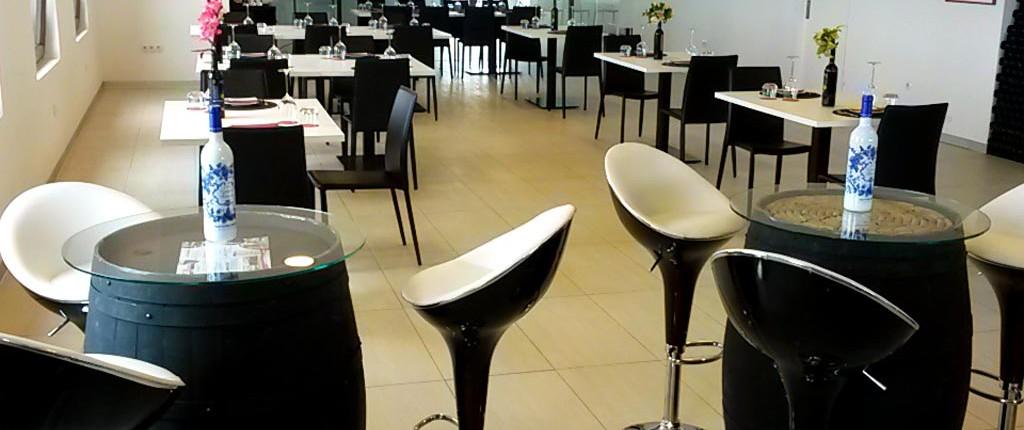 Sala principal del restaurante :: © Bodegas Nestares Rincón